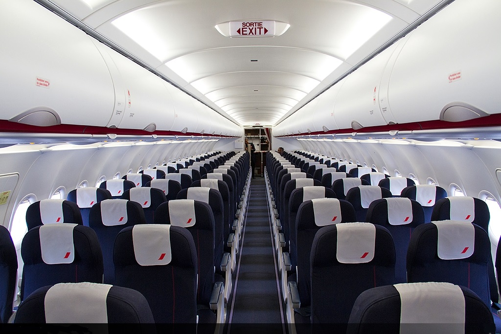 Orange teste le wi fi sur les avions d air france tic mag for Interieur 777 air france