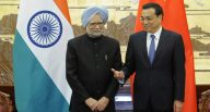 Chinese Premier Li Keqiang (R) speaks with India's Prime Minister Manmohan Singh during a signing ceremony at the Great Hall of the People in Beijing on October 23, 2013. Singh is on a visit to China from October 22 to 24. AFP PHOTO / POOL / Peng Sun