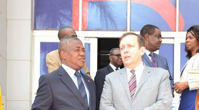Cameroun : Philémon Zoo Zame présente à Frédéric Debord les défis que le régulateur attend d'Orange