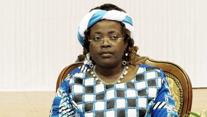 Kamerun: Minette Libom Li Likeng meldet Verzögerungen im Projekt-Backbone